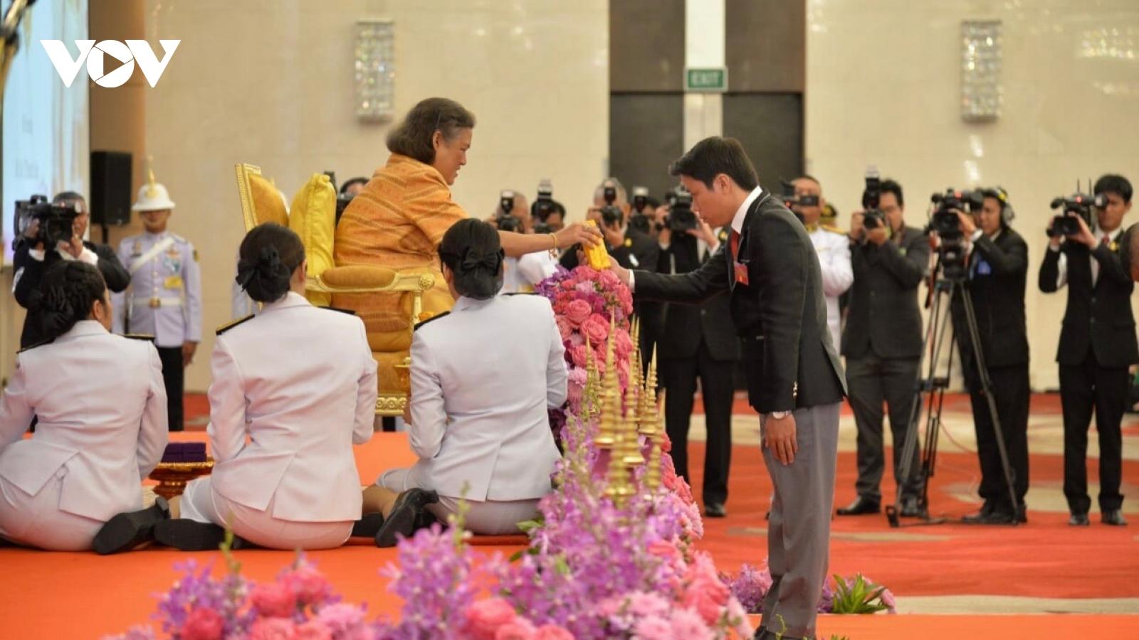 Thầy giáo trẻ được Giải thưởng Công chúa Thái Lan