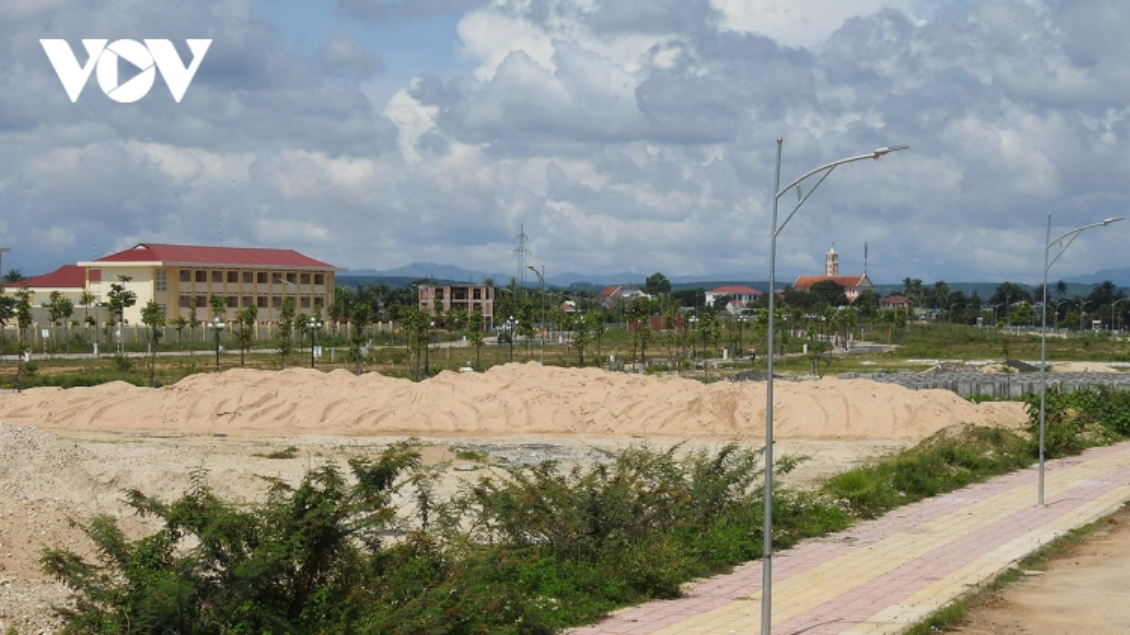 Nóng tình trạng phá rừng và môi giới, kinh doanh bất động sản ở Kon Tum