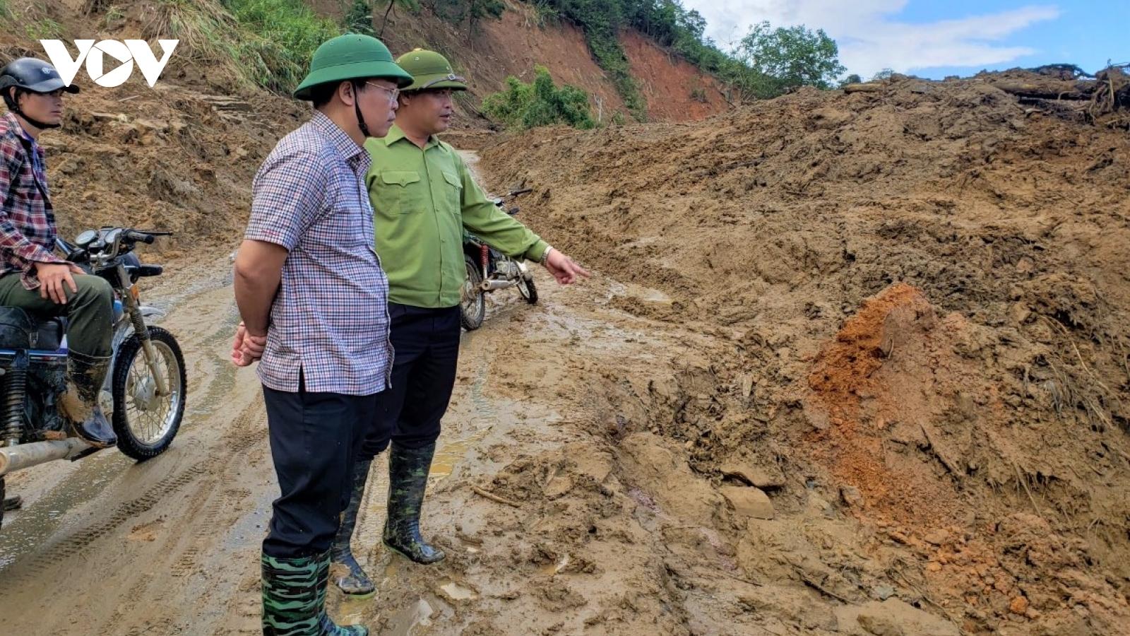 Thiết lập hành lang an toàn các đoạn đường sạt lở ở Phước Sơn, Quảng Nam