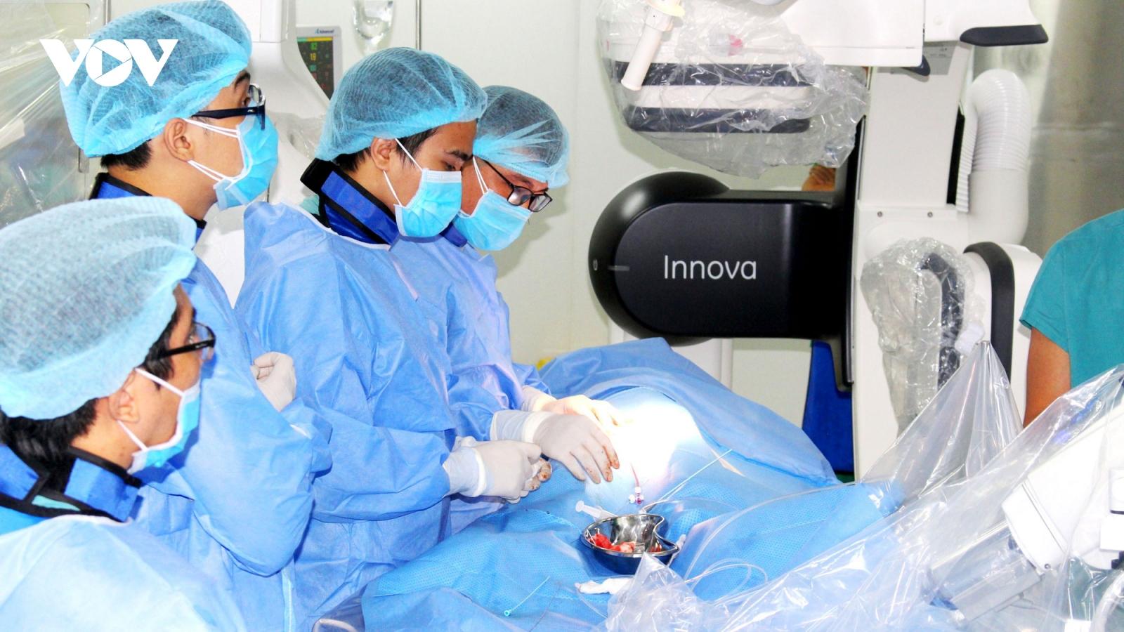 Bệnh viện Nhi đồng TP Cần Thơ thông tim can thiệp cứu sống 2 bệnh nhi bị tim bẩm sinh