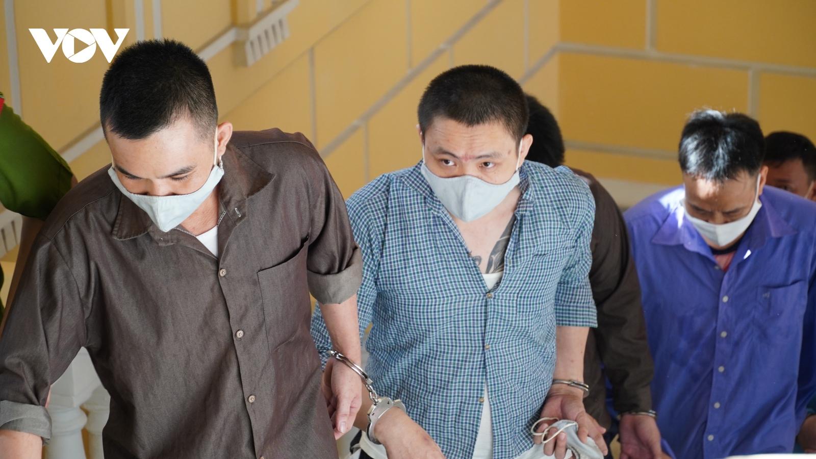 """Nhờ Tuấn """"khỉ"""" giữ hộ súng, Tý """"bà Dòm"""" bị đề nghị 13 -15 năm tù"""