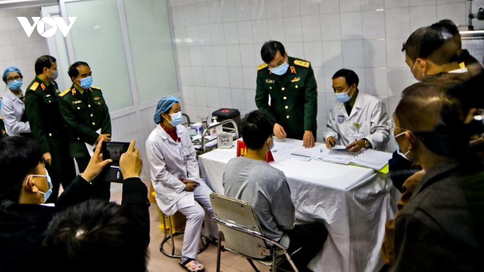 Thêm 3 người được tiêm vaccine Covid-19 của Việt Nam liều 50mcg