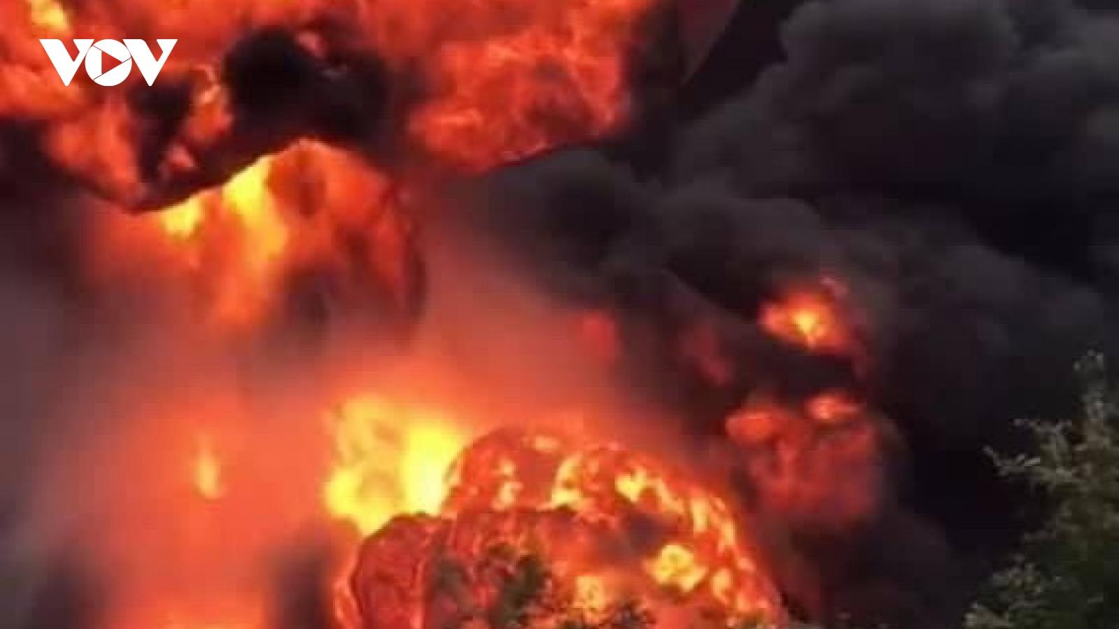 Cháy nổ kinh hoàng tại kho hàng ở biên giới Việt - Lào, 2 ngườichết và 6 người bị thương