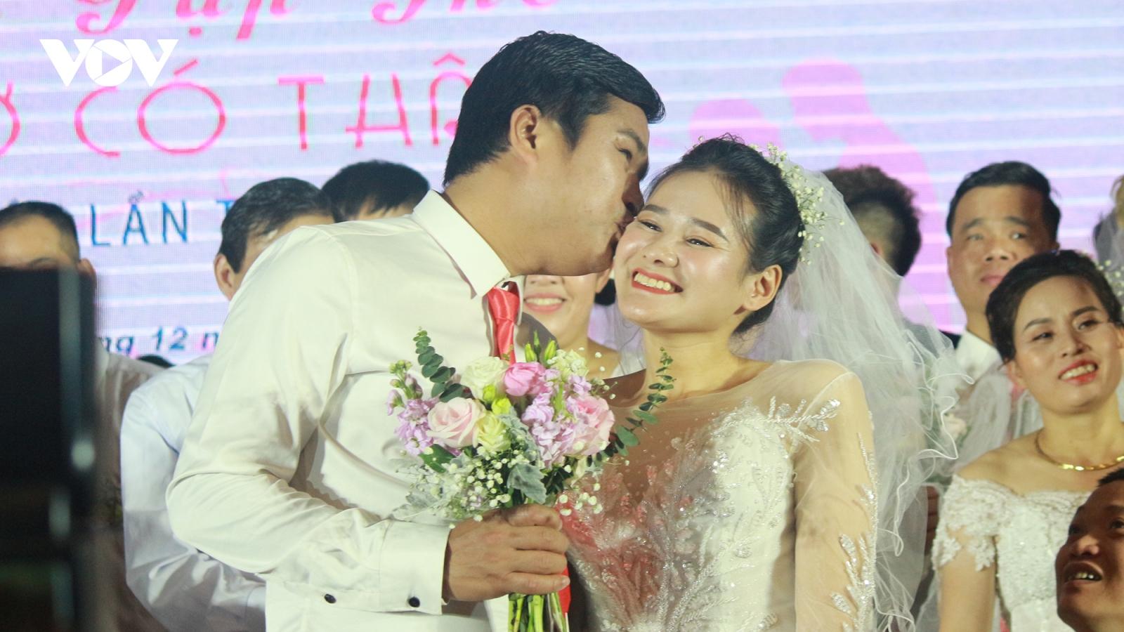 Xúc động lễ cưới tập thể của 46 cặp đôi khiếm khuyết tại Hà Nội