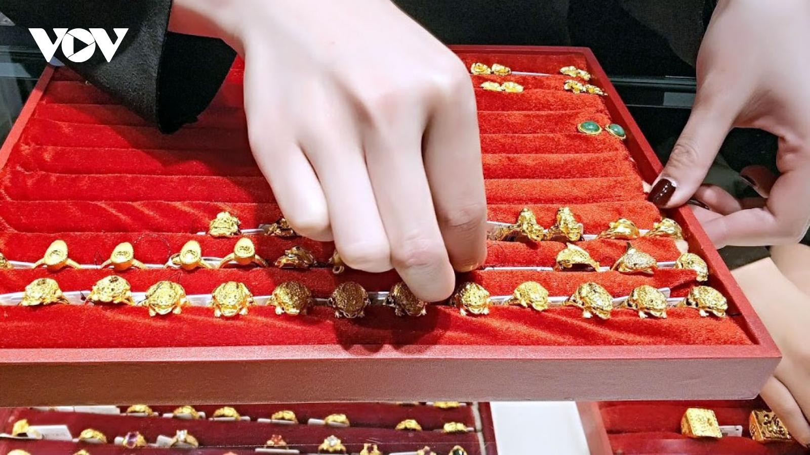 Giá vàng SJC trụ vững trên 55 triệu đồng/lượng dù giá thế giới giảm sâu