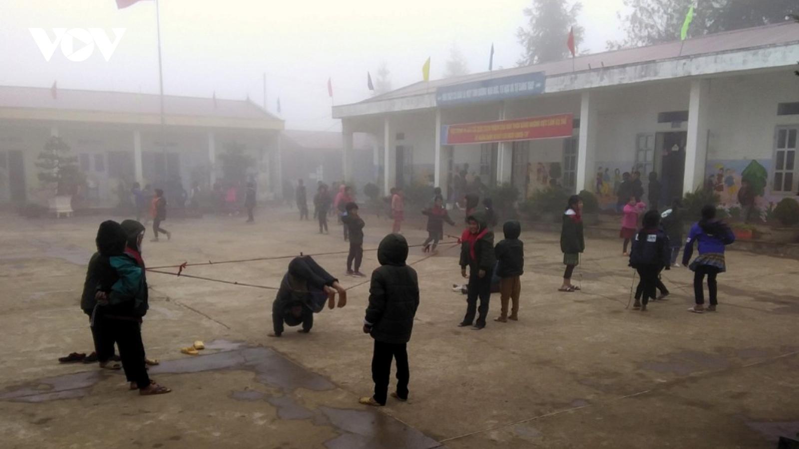Hơn 130 trường học ở Lai Châu cho học sinh nghỉ học vì rét hại