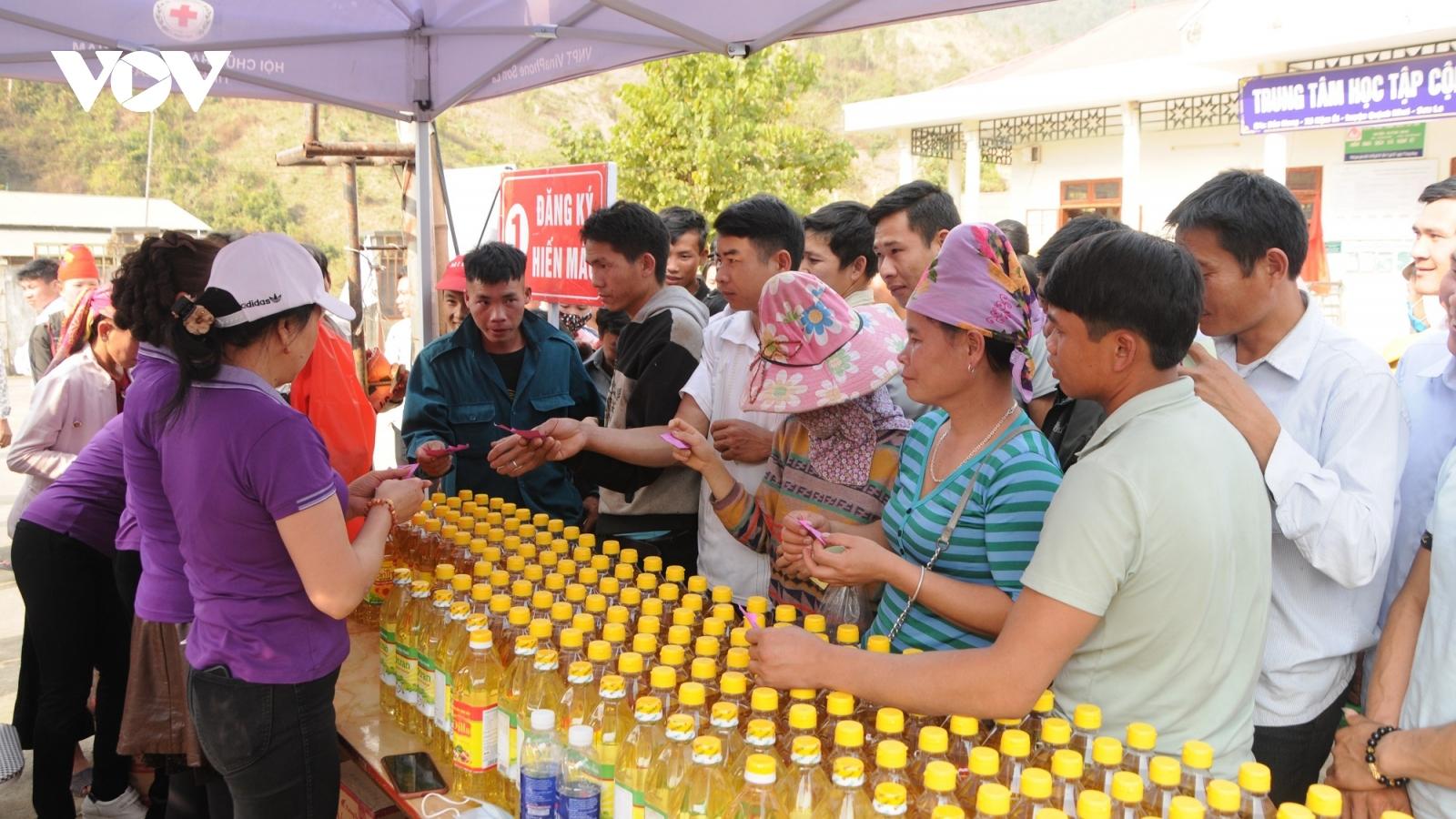 Ấm áp Tết vì người nghèo và nạn nhân chất độc da cam ở Sơn La