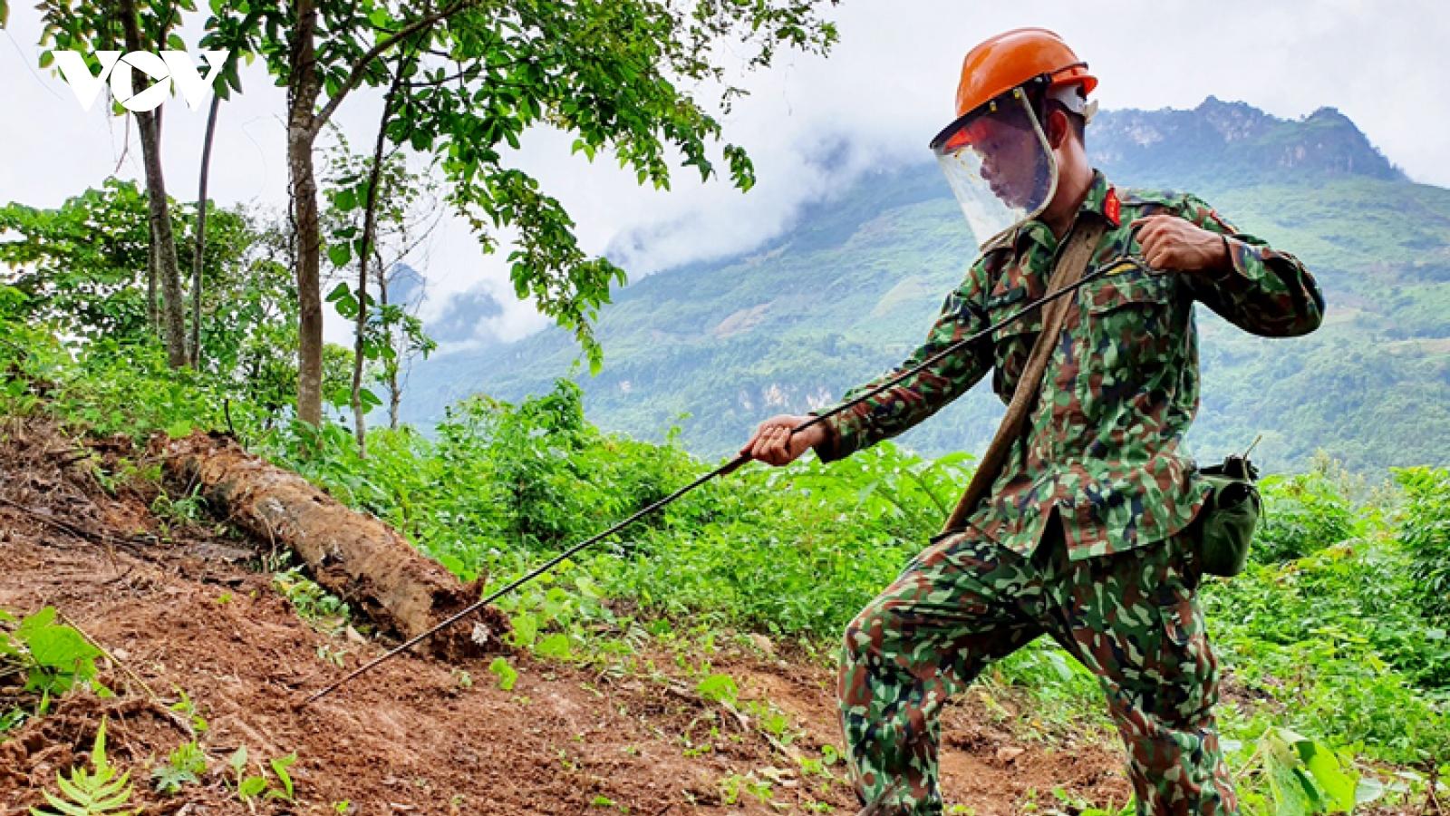 Chuyện những người đi làm sạch đất trên biên giới Hà Giang