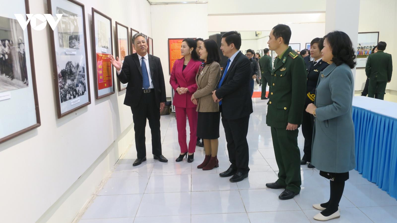 """Triển lãm ảnh, tư liệu """"Đảng Cộng sản Việt Nam - Những chặng đường lịch sử"""""""