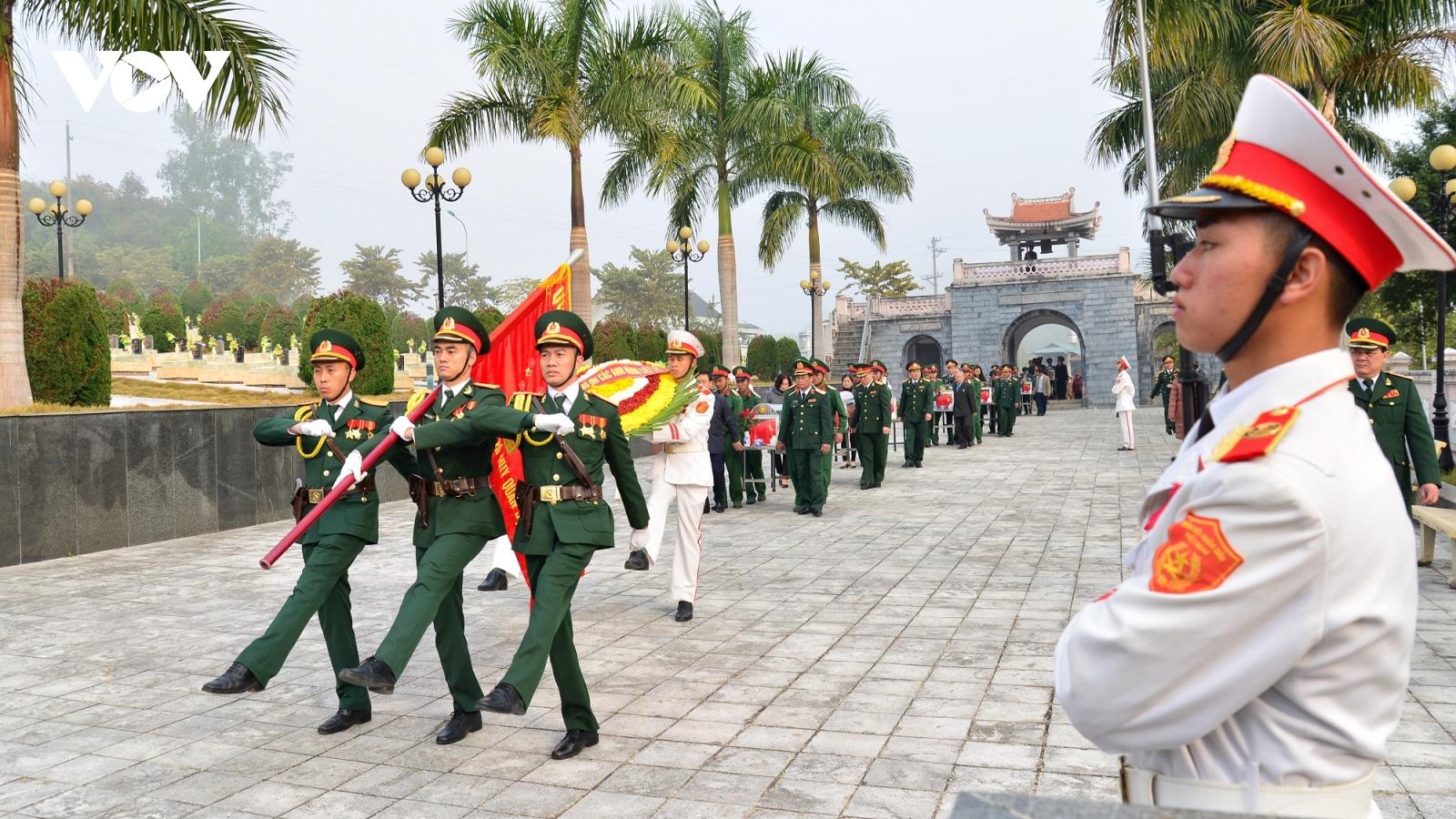 Truy điệu, an táng 13 hài cốt liệt sĩ quân tình nguyện Việt Nam hy sinh tại Lào