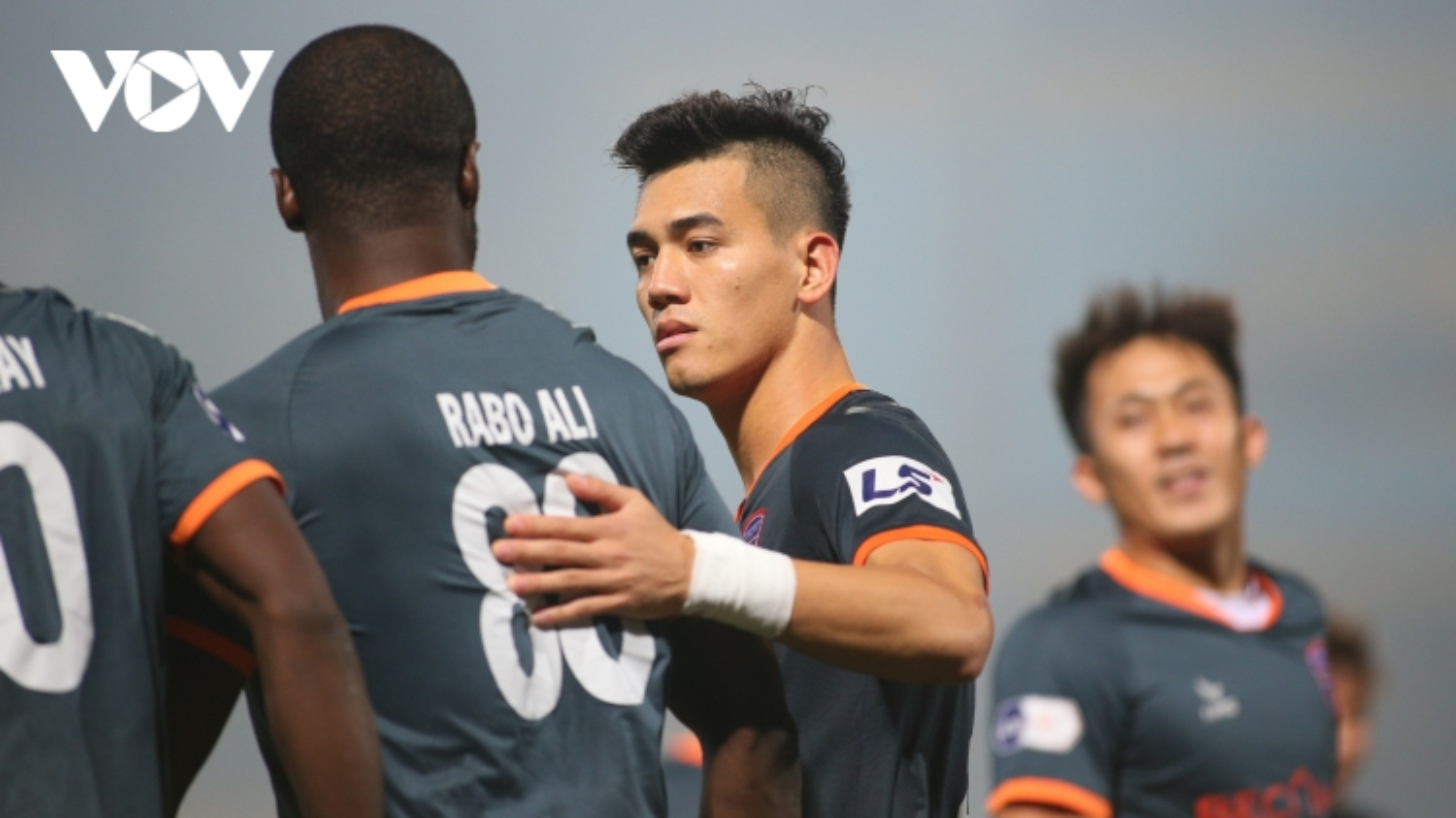TRỰC TIẾP Hà Nội FC 1-2 Bình Dương: Tiến Linh đưa đội khách vượt lên