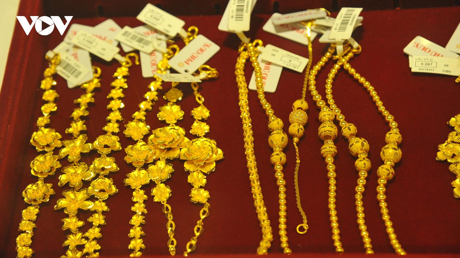 Giá vàng biến động mạnh, tiếp tục tăng hơn 400.000 đồng/lượng