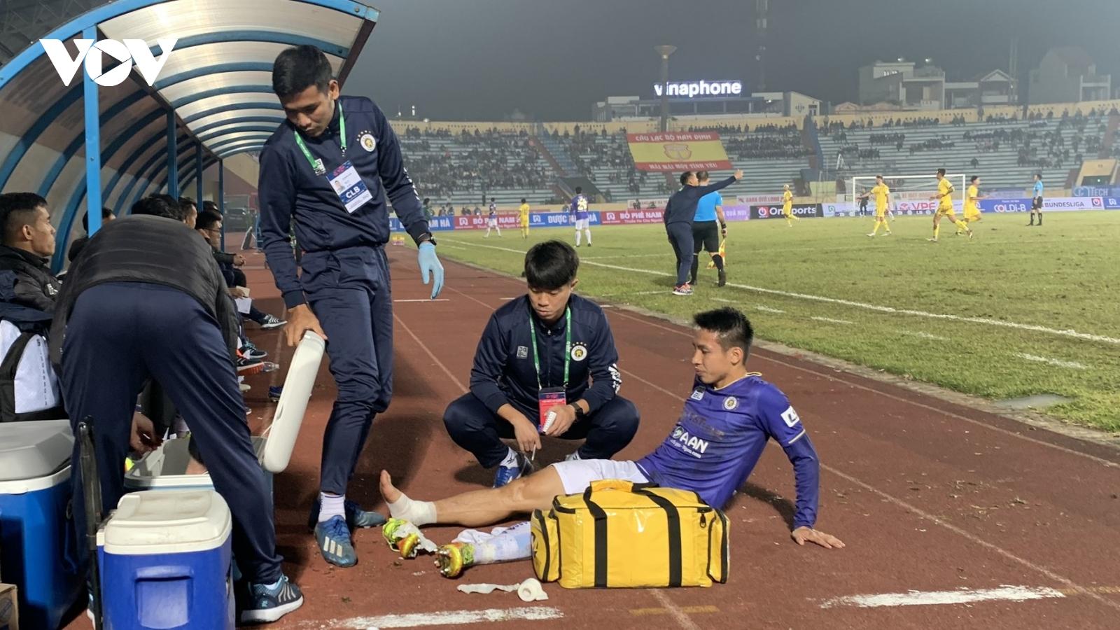 Clip độc quyền: QBV Việt Nam 2019 chấn thương nặng trong trận Nam Định - Hà Nội FC