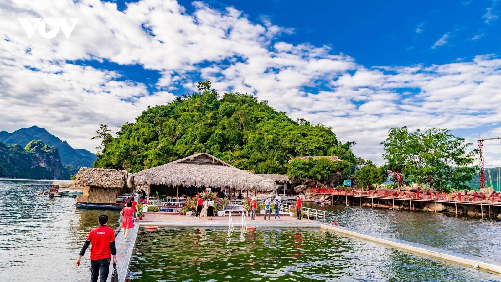 Nhiều hãng lữ hành sốt sắng lập tour du lịch Quỳnh Nhai, Sơn La