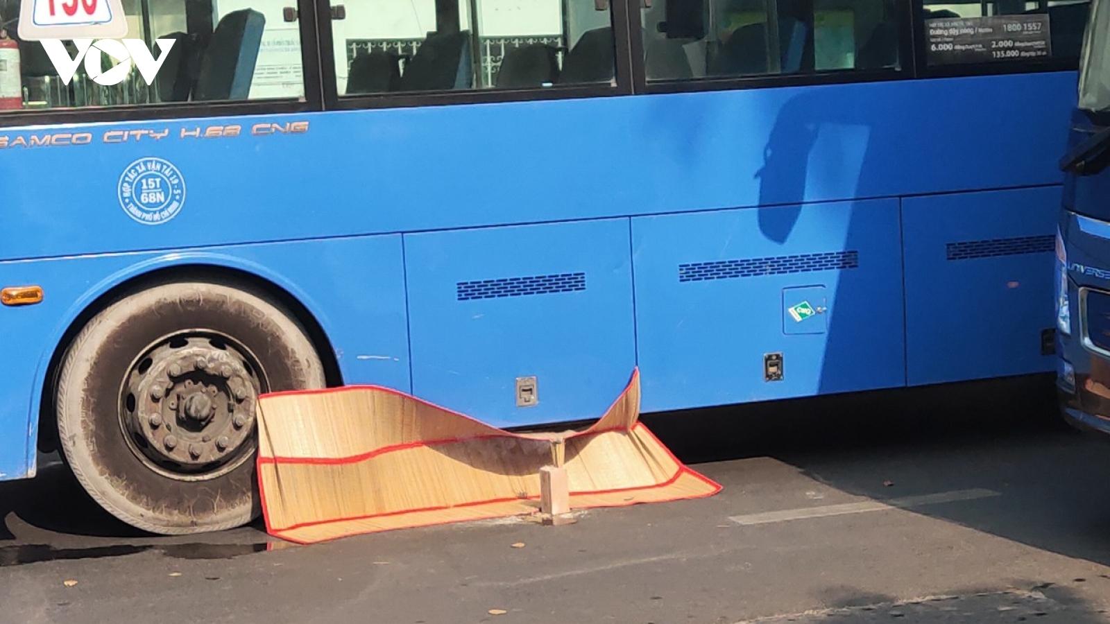Xe buýt tông chết cụ bà 70 tuổi