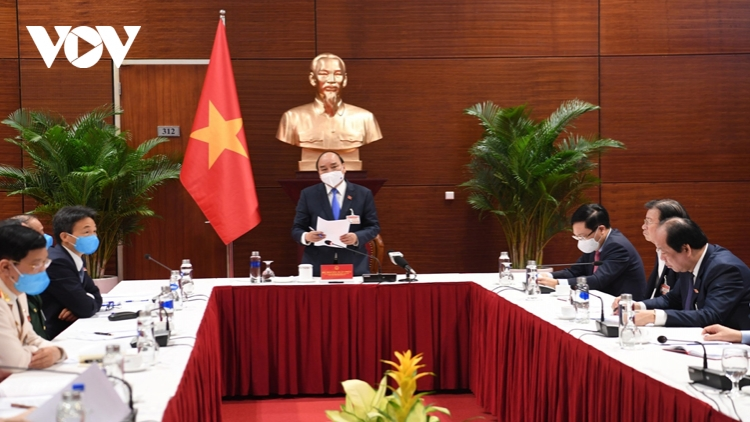 PM Phuc convenes urgent meeting on COVID-19
