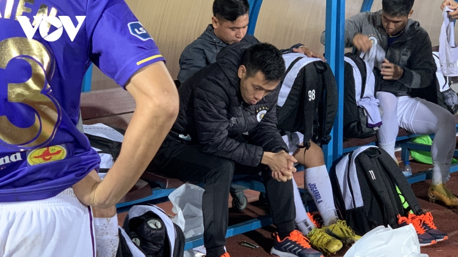 """Clip: QBV Việt Nam 2020 Văn Quyết buồn """"rười rượi"""" chứng kiến Hà Nội FC thua sốc Nam Định"""