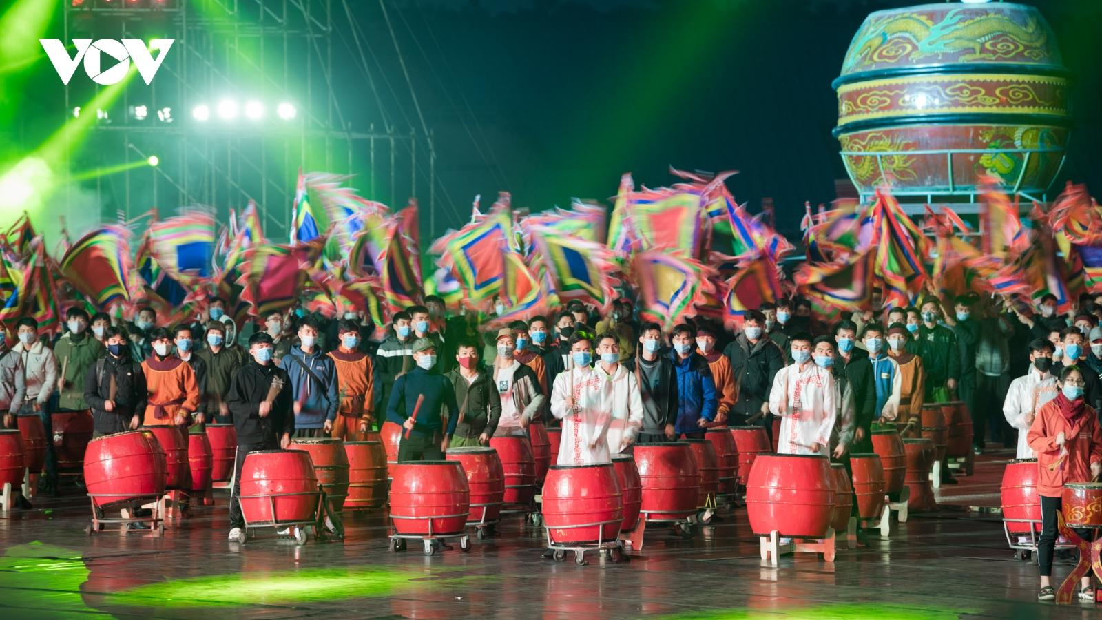 Hơn 1.800 nghệ sĩ luyện tập tổng duyệt chương trình nghệ thuật mừng Đại hội XIII của Đảng