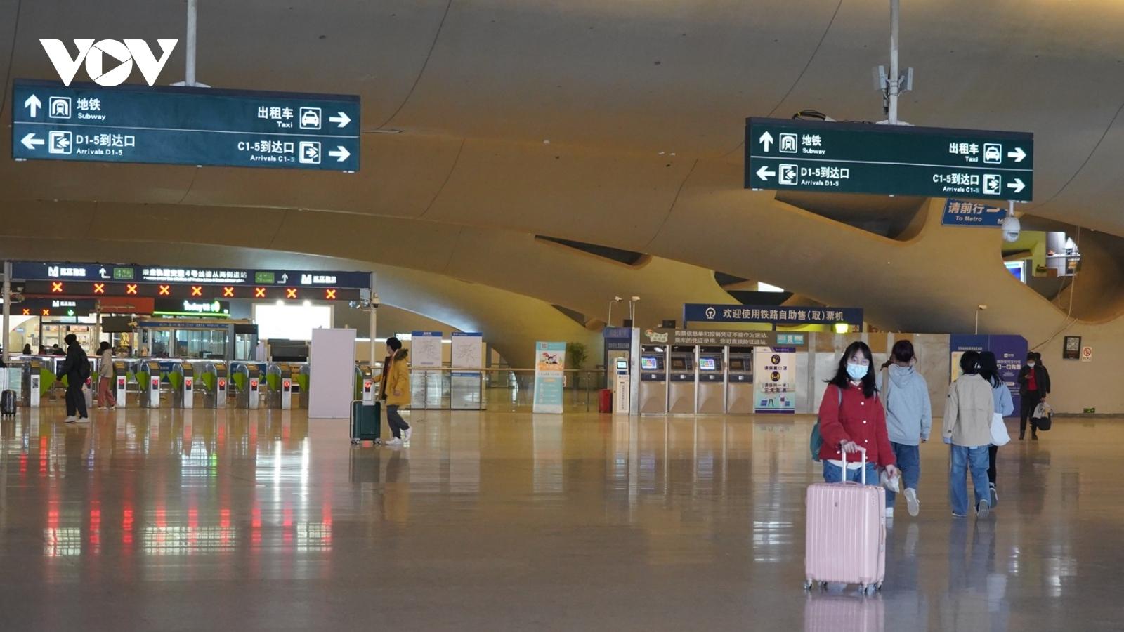 Trung Quốc tăng phúc lợi giữ người lao động không về quê ăn Tết
