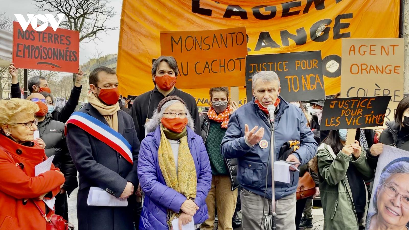 Tuần hành ủng hộ vụ kiện chất độc da cam của công dân Pháp gốc Việt
