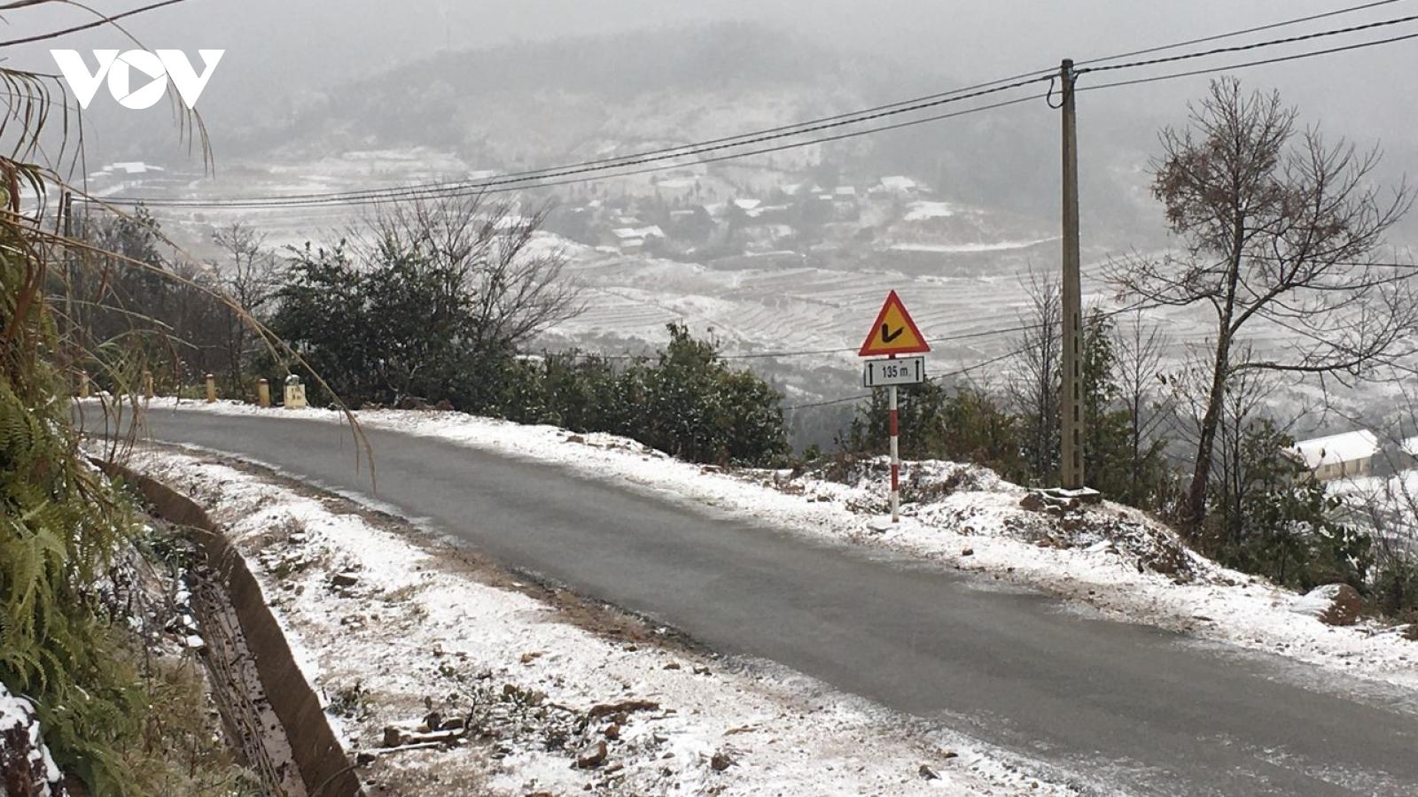 Băng, tuyết phủ trắng nhiều địa phương vùng cao