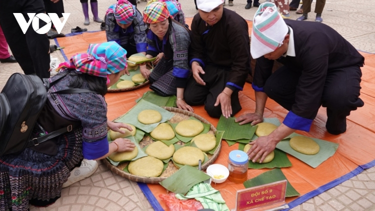 Mu Cang Chai hosts first Banh Day pounding festival