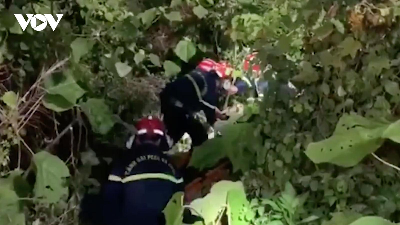 1 thanh niên ở Đà Nẵng thoát chết khi xe máy lao xuống vực ở Sơn Trà