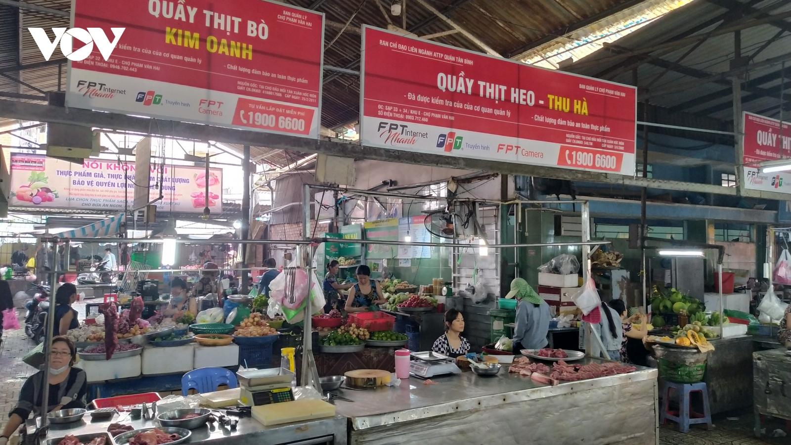 Tiểu thương chợ truyền thốngTP HCMnỗ lực giữ chân khách hàng