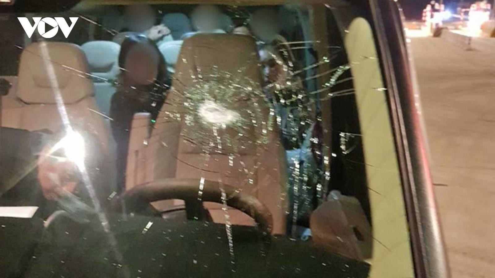 Báo động tình trạng ném đá xe ô tô trên cao tốc Bắc Giang- Lạng Sơn