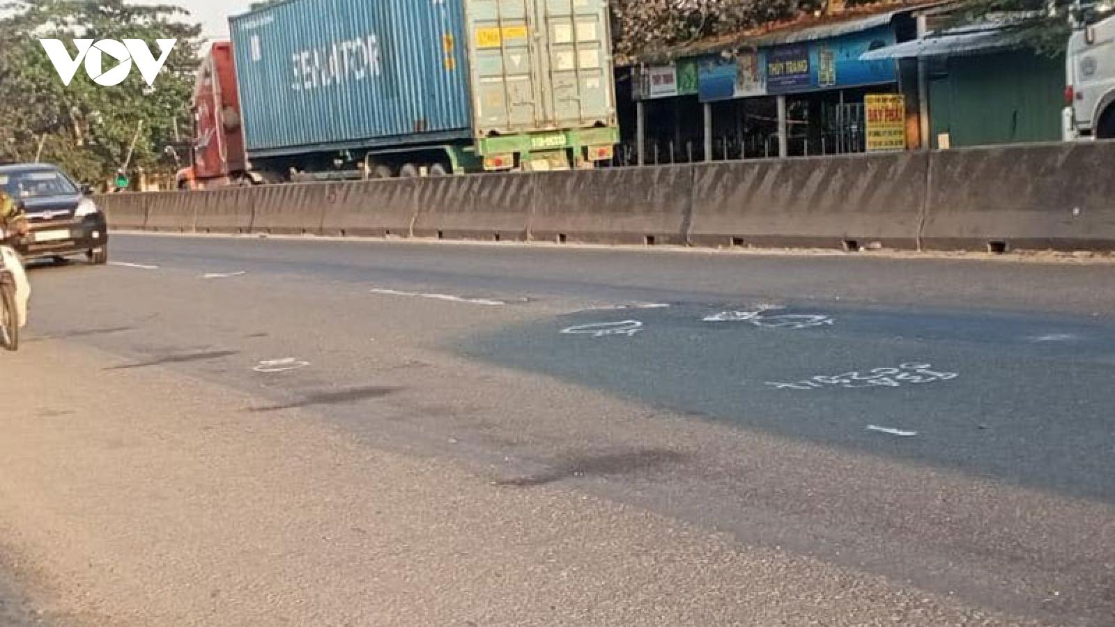 Điều tra ô tô biển số xanh tông chết người ở Tiền Giang