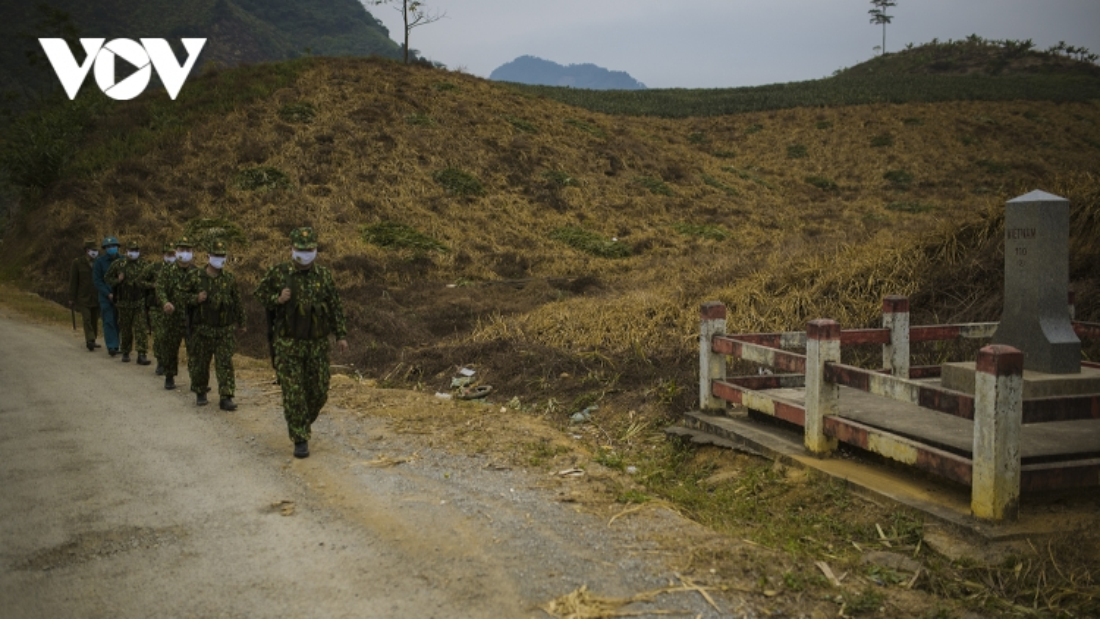Bộ đội biên phòng Bản Lầu (Lào Cai) căng mình chống dịch ngày đầu Năm mới