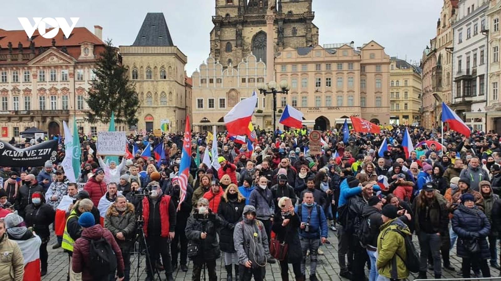 Biểu tình lớn đòi chính phủ Séc dỡ bỏ các lệnh hạn chế vì Covid-19