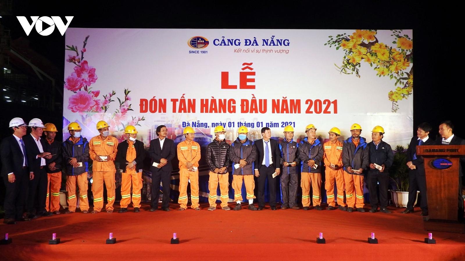 Đà Nẵng đón tấn hàng đầu tiên năm 2021