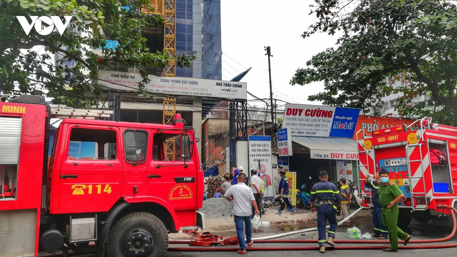 Cháy kho vật liệu công trình ở Bình Thạnh, nghi do chập điện