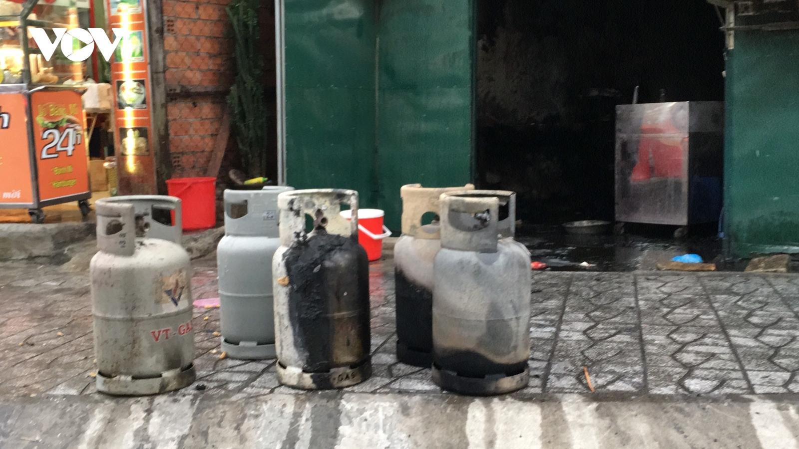Bất cẩn khi thay gas khiến quán cơm gần bệnh viện bị thiêu rụi