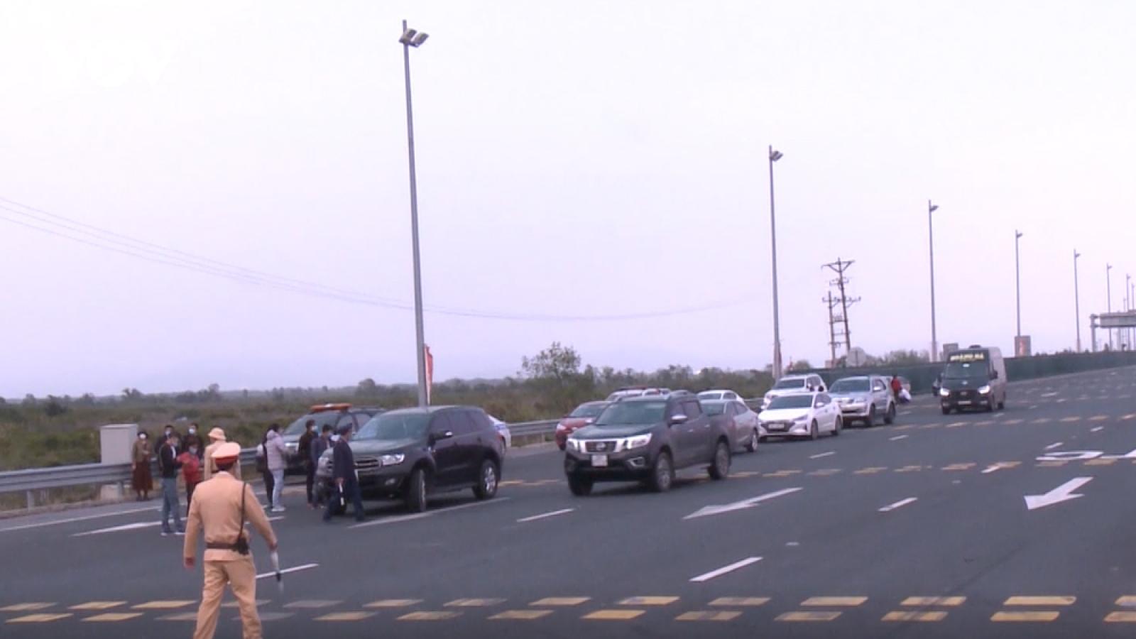 Quảng Ninh lập các chốt kiểm soát người và phương tiện giao thông