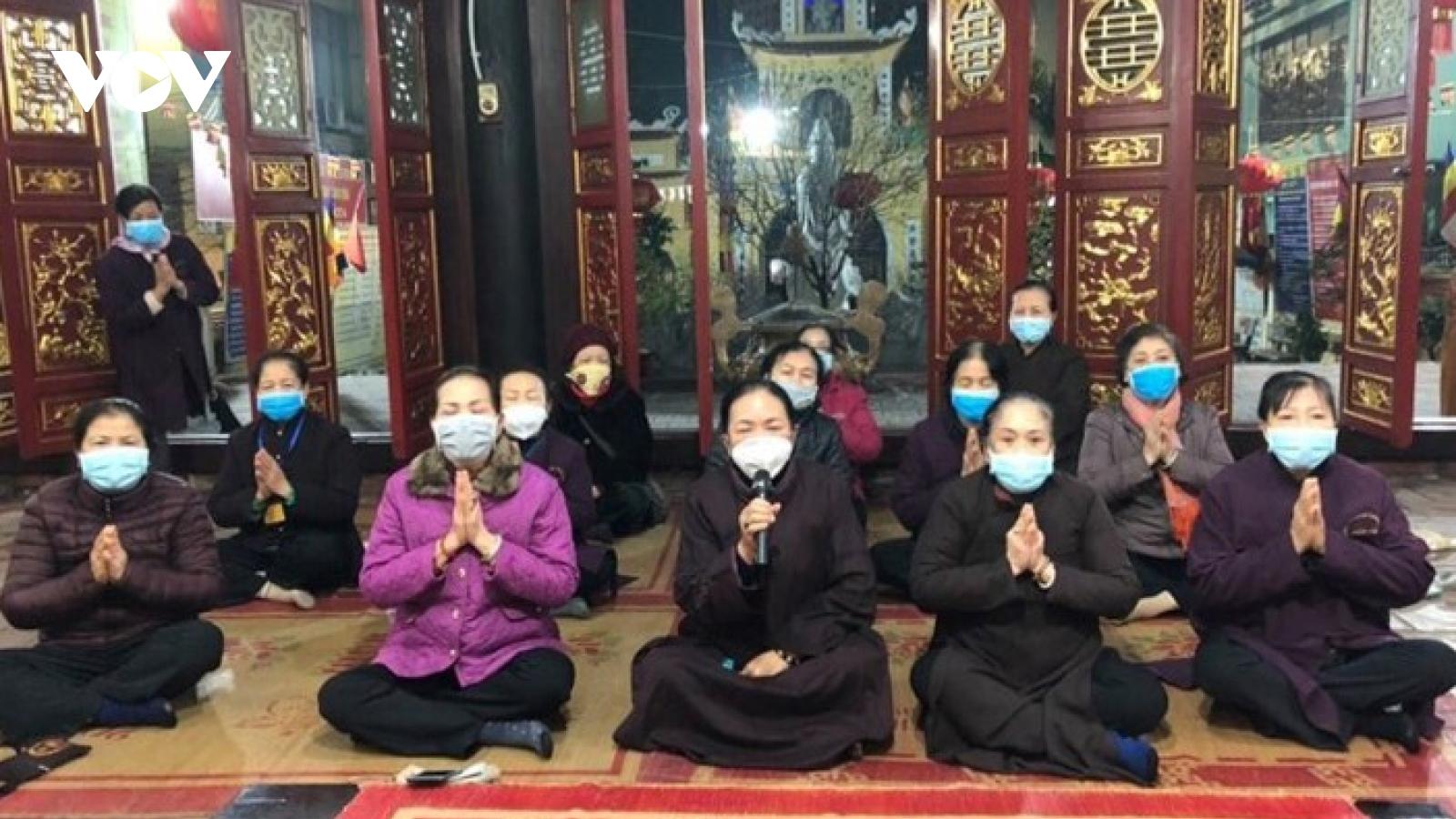 Thượng tọa Thích Đức Thiện: Đeo khẩu trang khi hành lễ ở chùa không có gì là bất kính