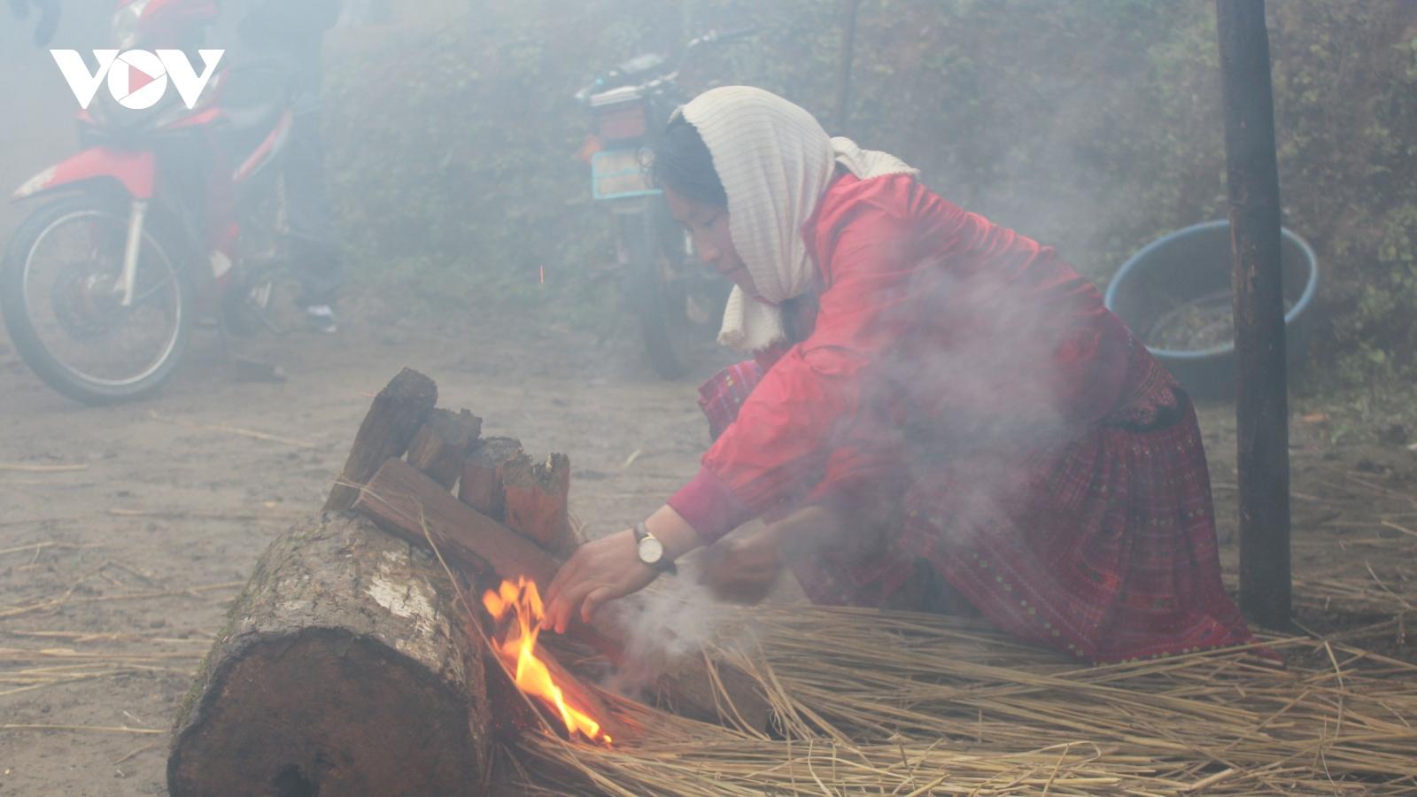Người dân Bắc Yên (Sơn La) chống chọi với băng giá, sương muối