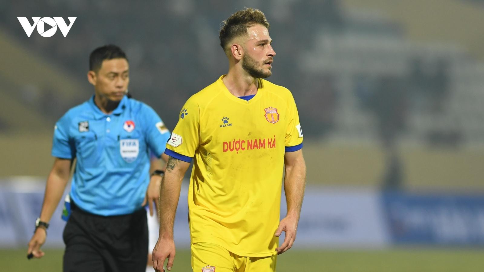 """Ngoại binh giúp Nam Định thắng Hà Nội FC tố câu lạc bộ """"dối trá"""""""