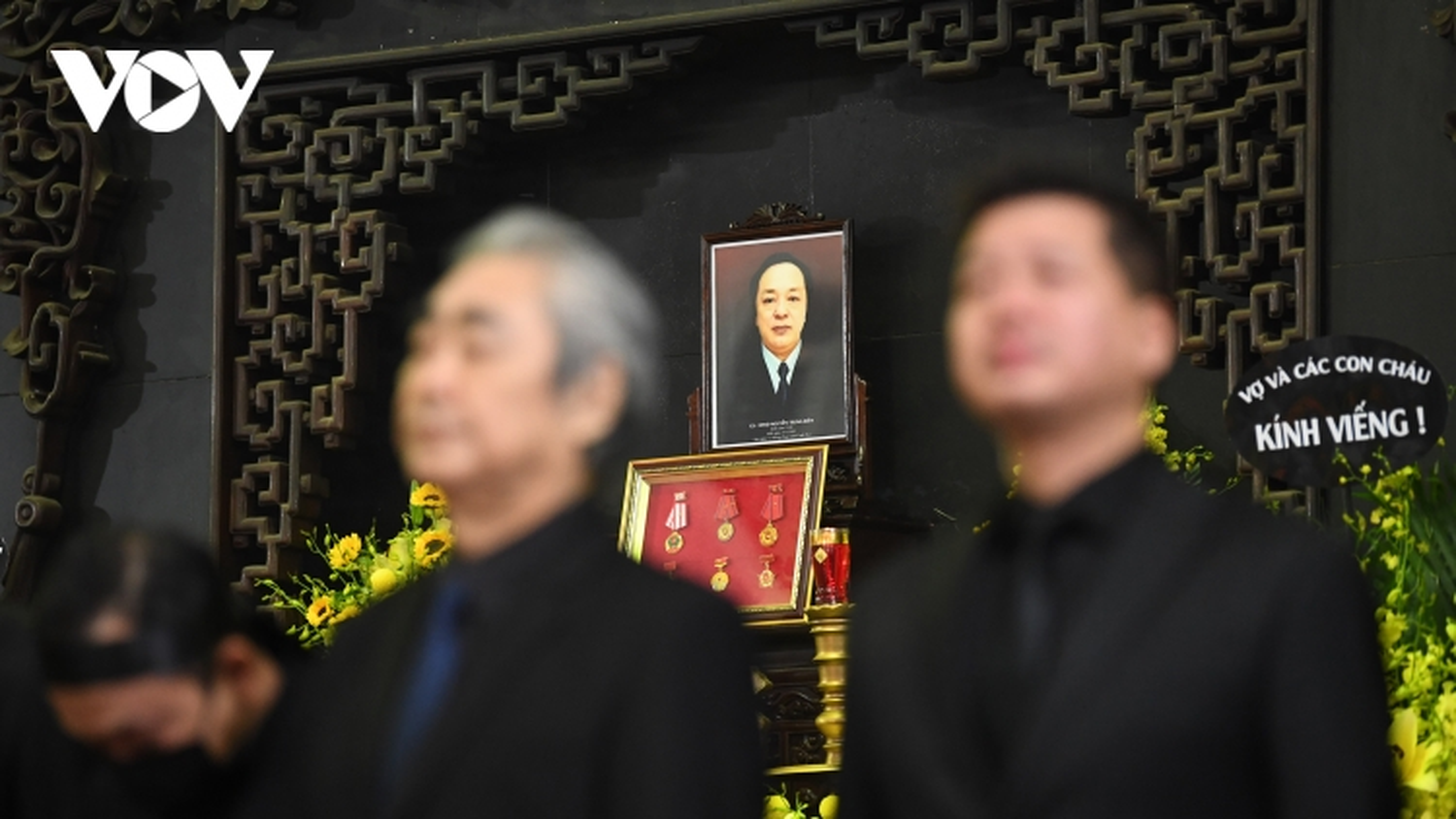 Chùm ảnh: Xúc động thời khắc tiễn biệt NSND Trung Kiên về nơi an nghỉ cuối cùng