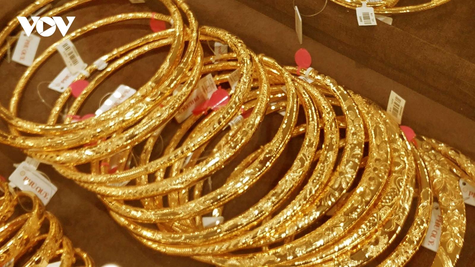 Giá vàng SJC đang cao hơn giá vàng thế giới trên 5 triệu đồng/lượng