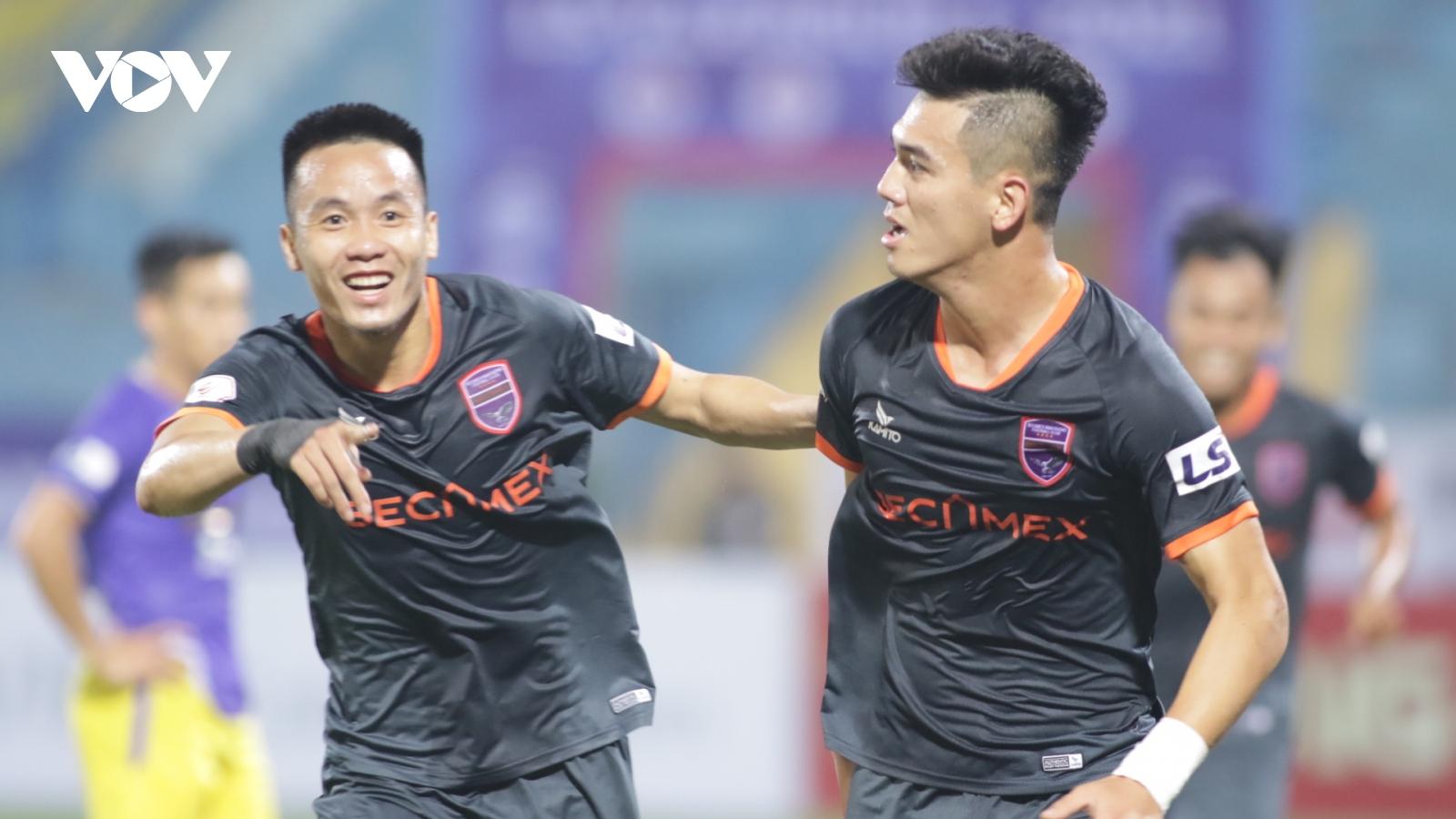 """Toàn cảnh Hà Nội FC 1-2 Bình Dương: Màn lội ngược dòng """"khó tin"""""""