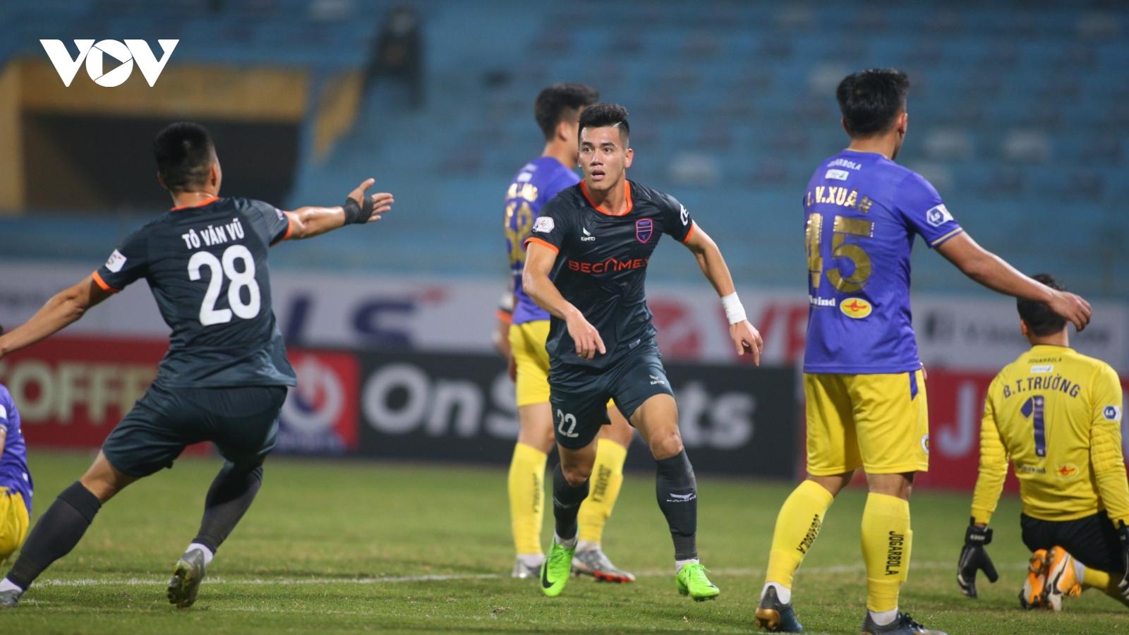 Tiến Linh khai hỏa, Bình Dương lội ngược dòng thắng Hà Nội FC