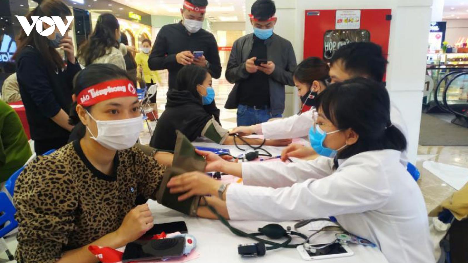 """Ngày """"Chủ nhật đỏ Quảng Ninh"""" thu về gần 500 đơn vị máu"""