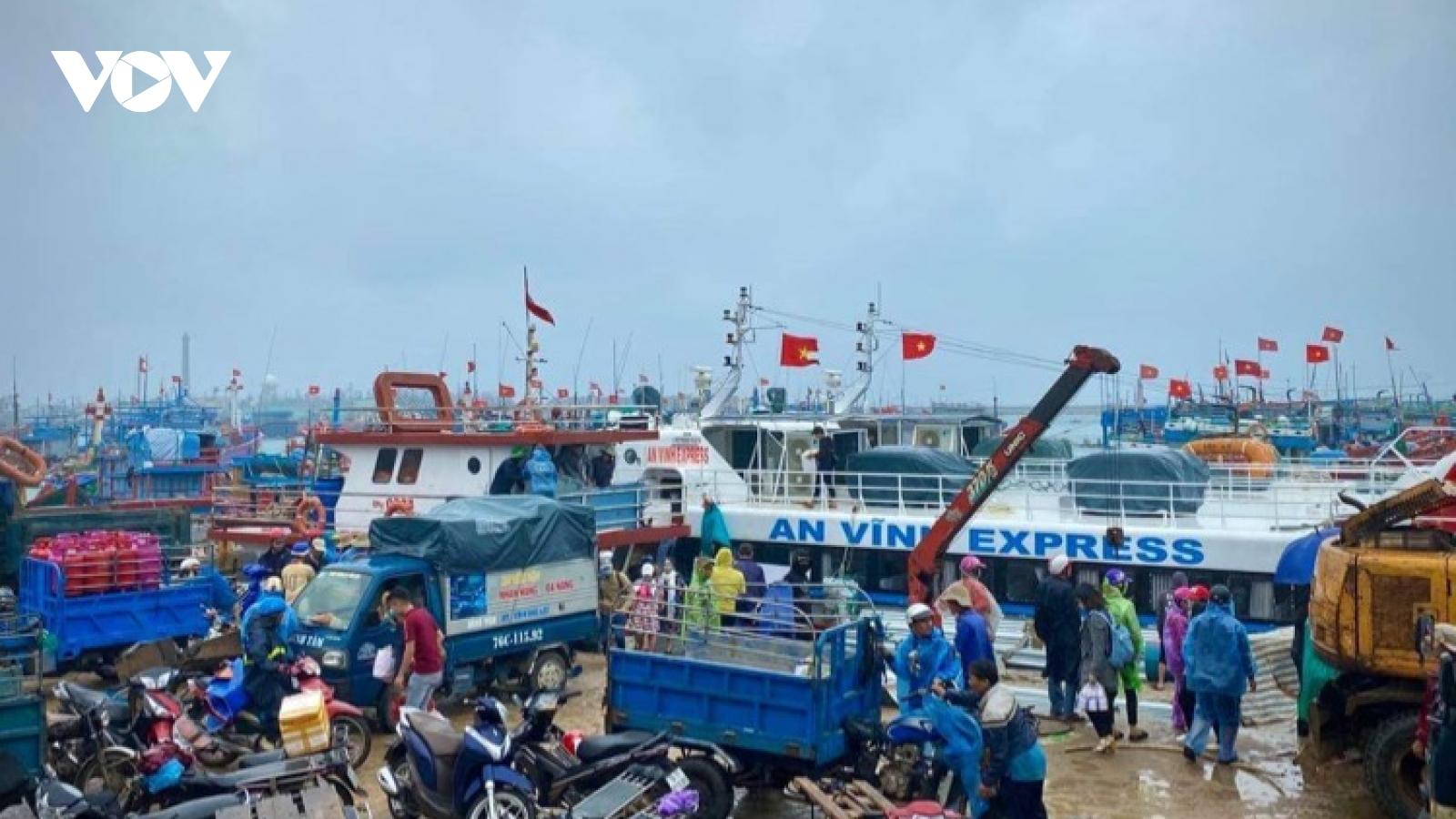 Khẩn trương chở hàng Tết ra đảo Lý Sơn