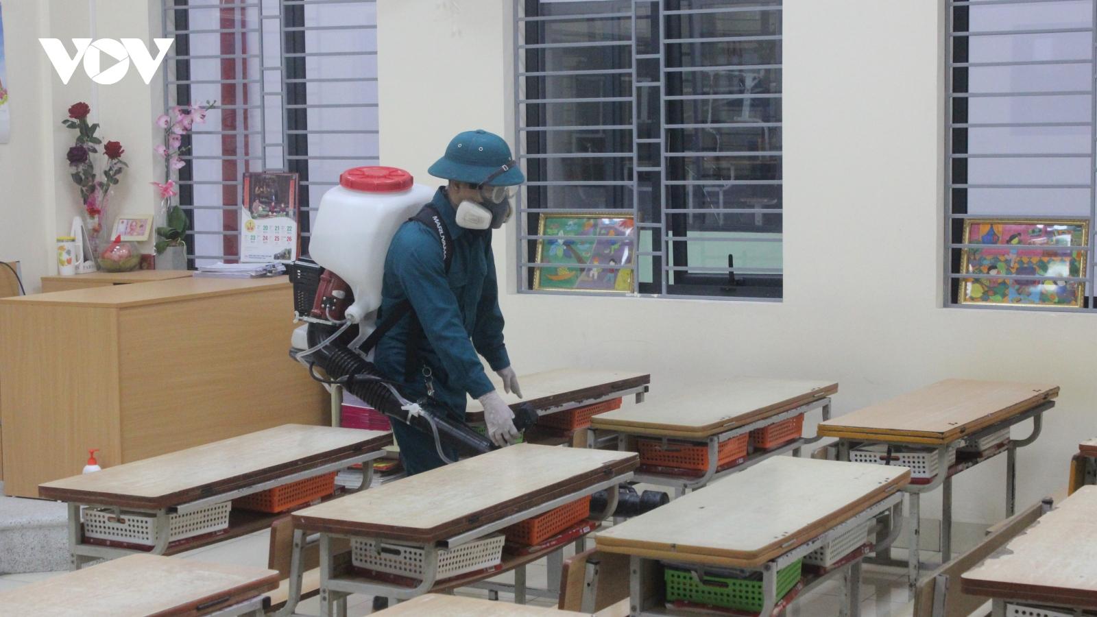 Phụ huynh nhiễm SARS-CoV-2, Tiểu học Xuân Phương khẩn cấp thông báo nghỉ