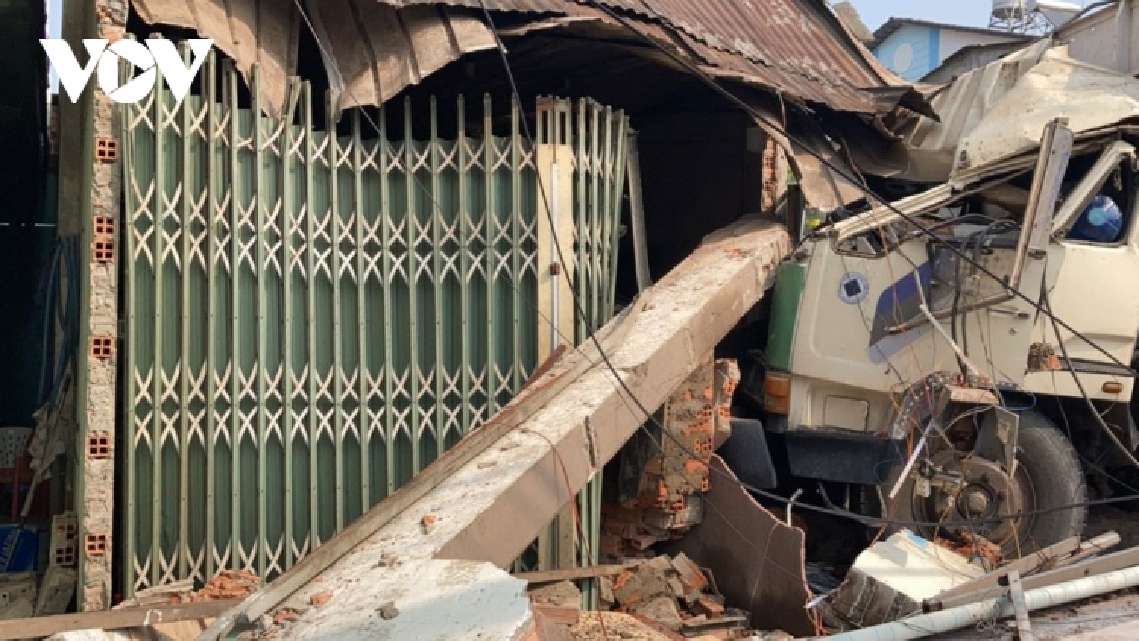 Ô tô đâm liên hoàn ở Đồng Nai, nhiều người bị thương nhập viện cấp cứu