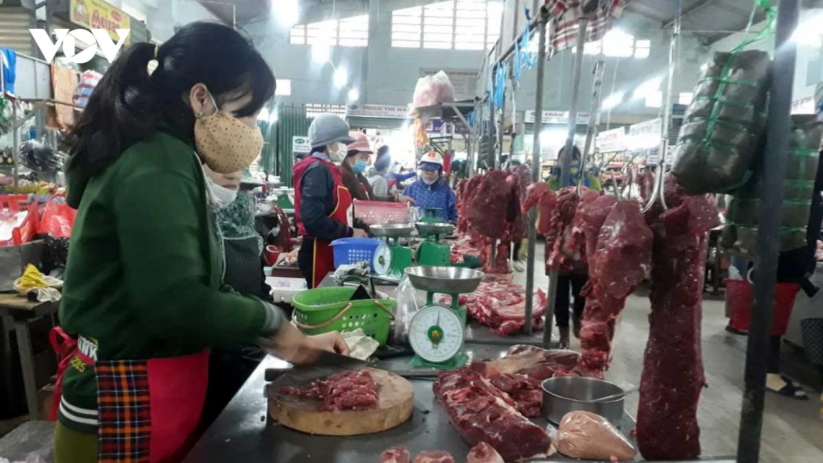 Giá thịt heo tăng lại ế ẩm khiến tiểu thương gặp khó khăn