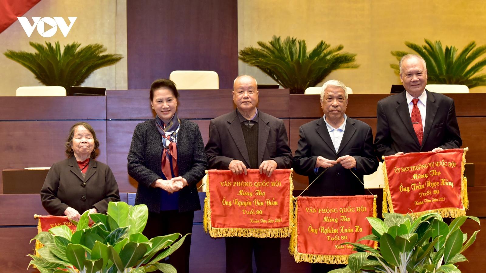 Chủ tịch Quốc hội chúc Tết nguyên lãnh đạo, cán bộ Quốc hội nghỉ hưu
