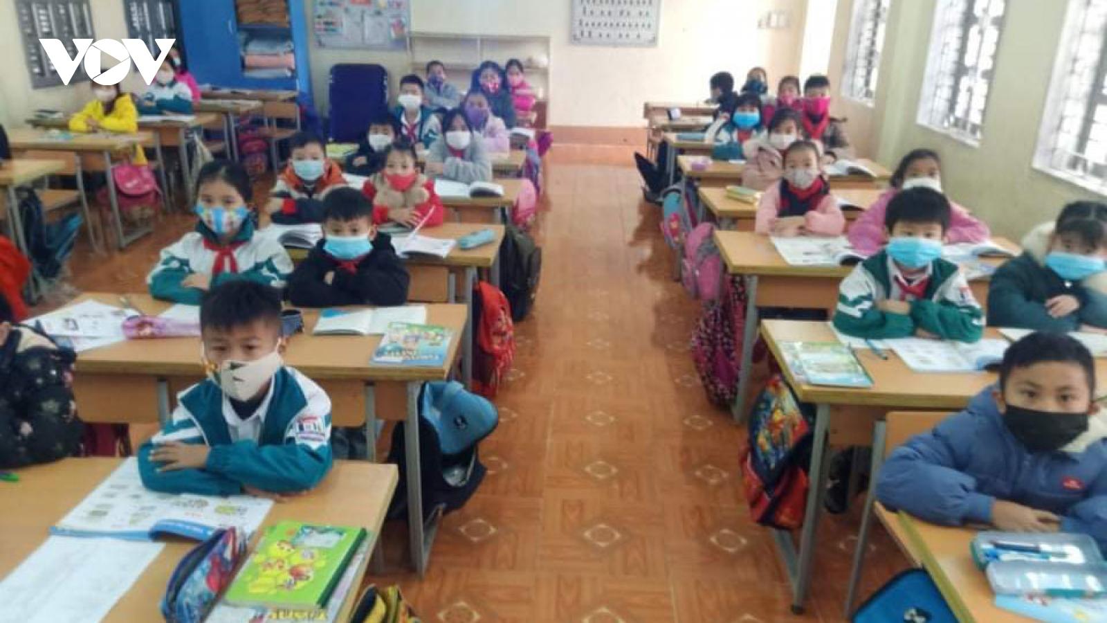 Nhiều trường ở TP Sơn La cho học sinh nghỉ học, thực hiện phun khử khuẩn
